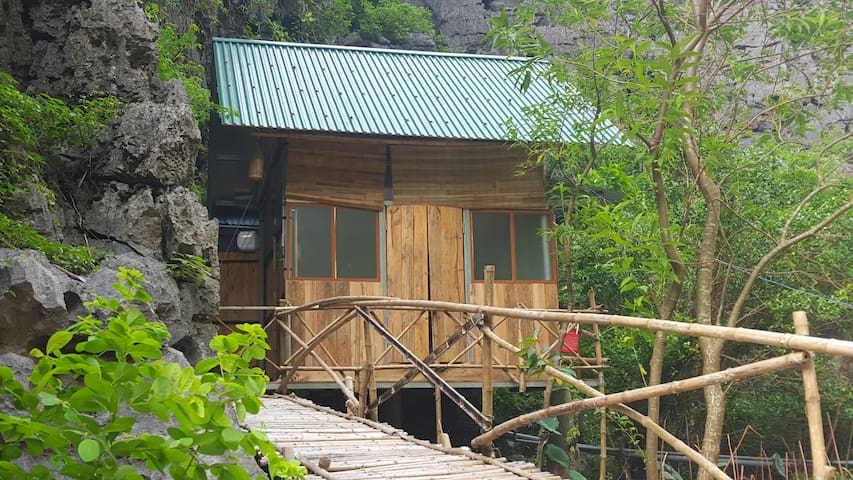 Chezbeo Homestay #6 - Room by the Mountain - Ninh Bình - Bungalow
