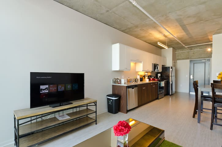 Cute and cozy two bedroom by the Gaslamp District