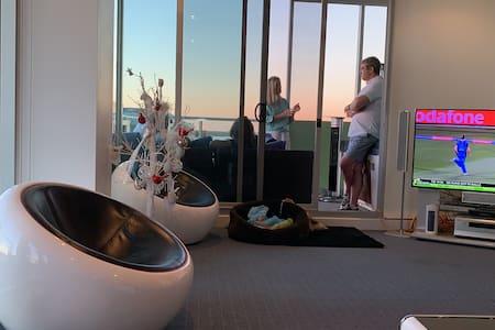 Luxury GLENELG Apartment 29 Colley Terrace Glenelg