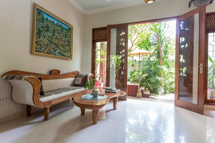 3 bedr house Seminyak near beach yearly