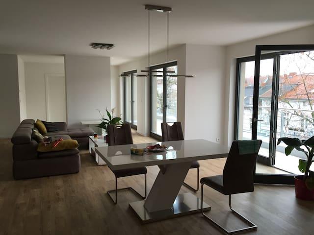 moderne großzügige Wohnung Penthouse ruhig gelegen