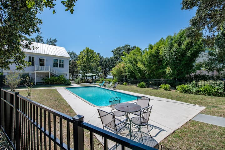 Beautiful Beachfront Creole Cottage, Private Pool