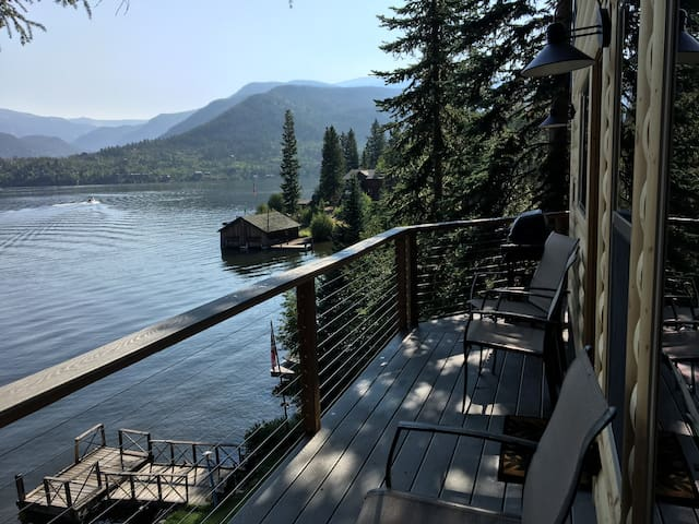 Gorgeous Year-Around Cabin right on Grand Lake