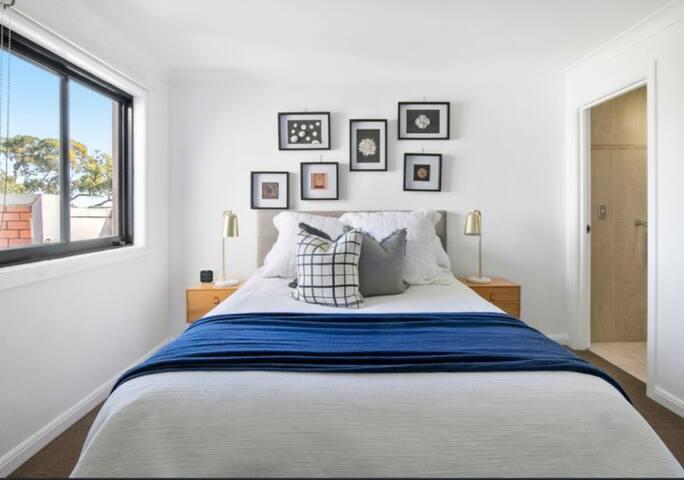 Sunlit & Spacious Seaforth Apartment