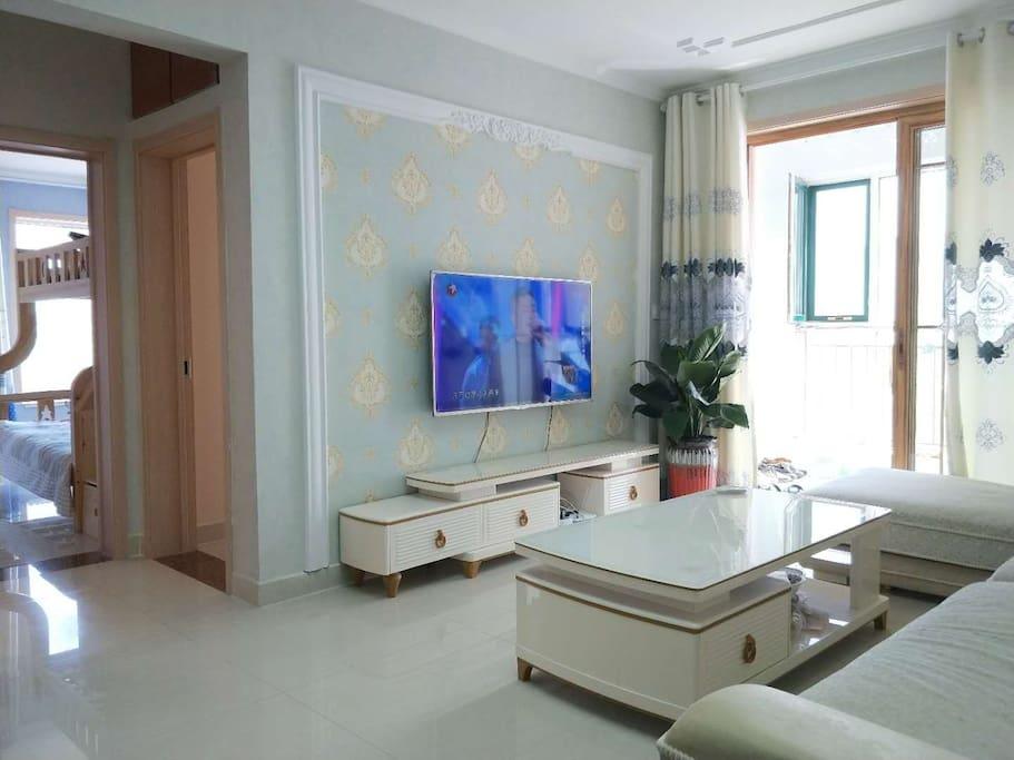 现代风格装修客厅及书房宽大