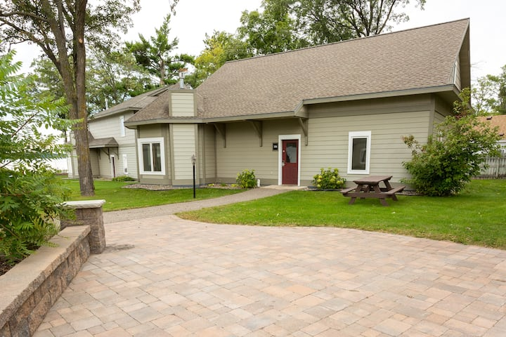 Bay Colony(775) private3BR/3BA standalone rental located on Gull Lake-Nisswa, MN