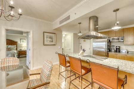 Serene condo w/ a furnished patio, shared pool, & rec center amenities