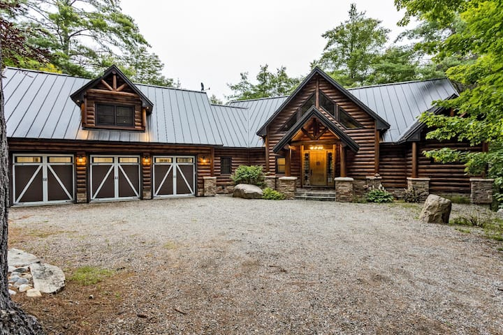 Large Luxury Lakefront Cottage