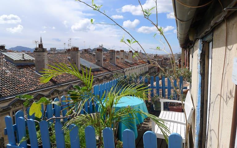 Petite chambre de bonne en plein centre ville - Marsilya - Daire