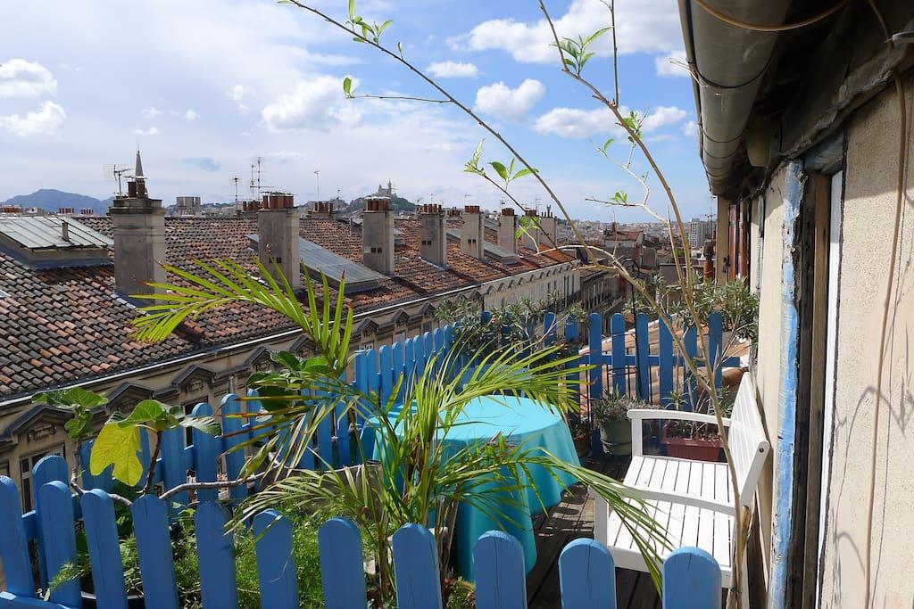 Petite chambre de bonne en plein centre ville apartments for Chambre de commerce marseille provence