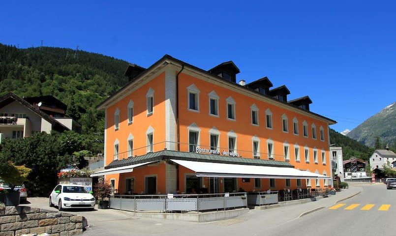 Hotel des alpes Doppelzimmer - Fiesch - Bed & Breakfast