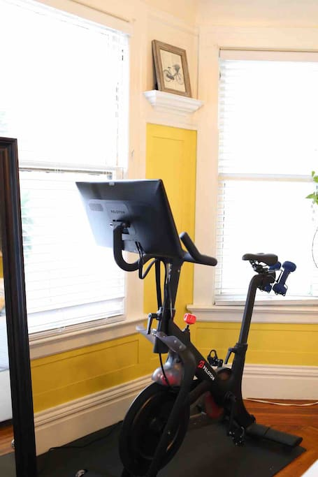 Bring your own Peloton-friendly clip-in shoes (look-delta compatible cleats) & enjoy a workout during your stay!