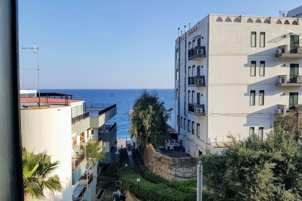 Appartamento vista mare con accesso sulla spiaggia for Ascensore casa sulla spiaggia