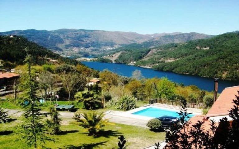Villa with pool and wonderful views - Vieira do Minho