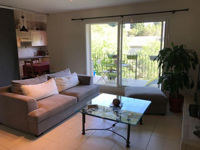 Appartement à la campagne avec terrasse, jardinet - Eyguières - Huoneisto