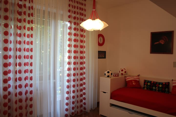 Red room in Villa Sbatella. - Pedaso - Villa