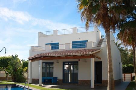 Villa con piscina en la playa, Puerto Rey, Almería - Vera