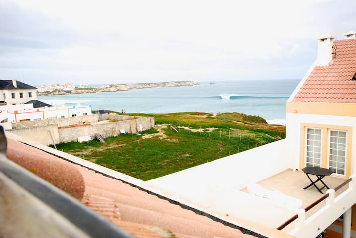 Baleal beach, 50m to the beach, Sheltered patio -B