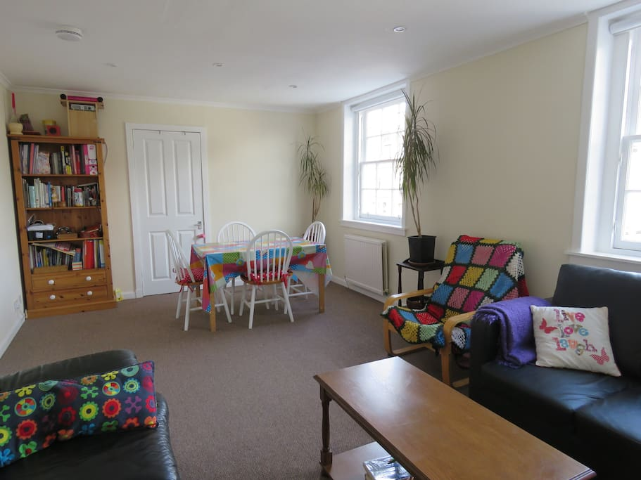 Spacious Bright Bedroom Close To City Centre Apartments For Rent In Edinburgh United Kingdom