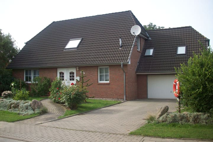 Comfortable holiday home close to the beach