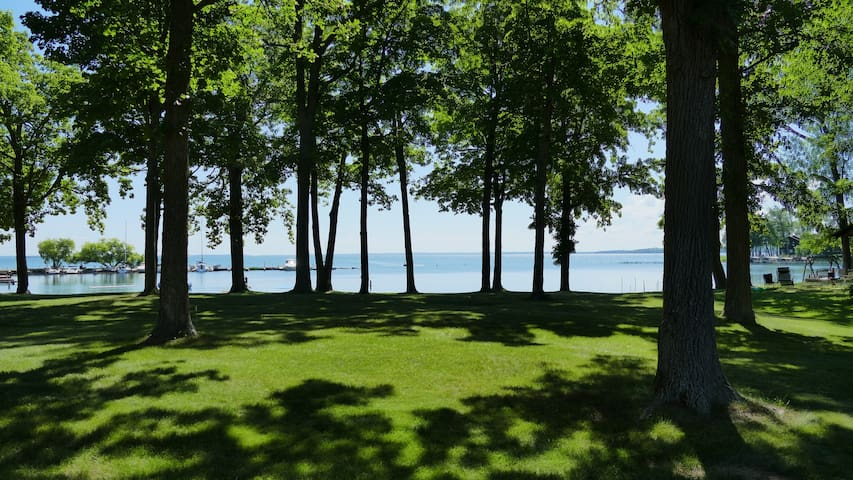 Spacious Beachfront Condo On Beautiful Leech Lake!