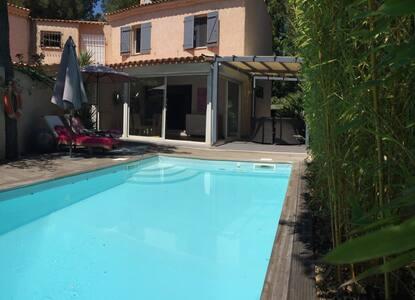 Grande maison avec piscine, quartier de Mazargue - Haus