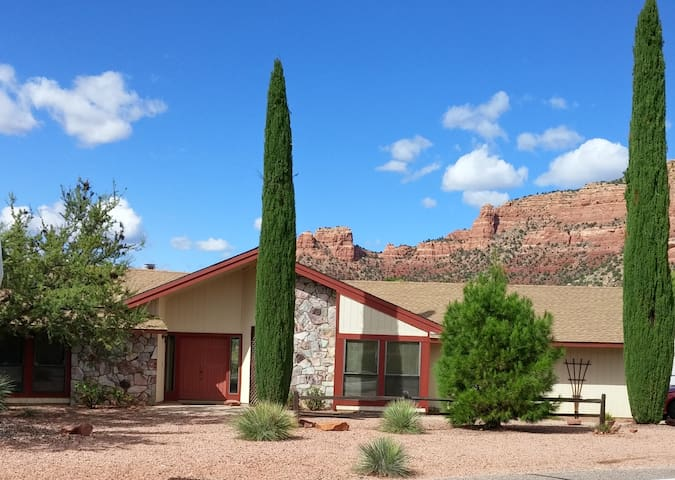 Newly Listed and Renovated with Red Rock Views - Sedona - House