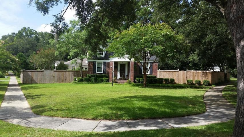 Brick Avondale Bungalow 2miles from Downtown!!