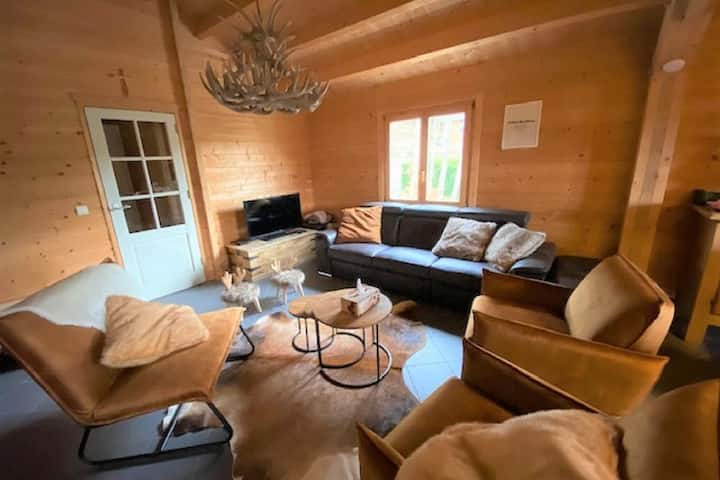 Elegant Chalet in Manhay with Sauna