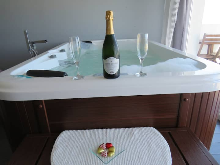 Espectacular Suite con jacuzzi y vistas al mar