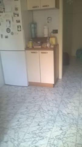 Stanza a uso SINGOLA o DOPPIA davanti al S.ORSOLA - 博洛尼亞 - 公寓