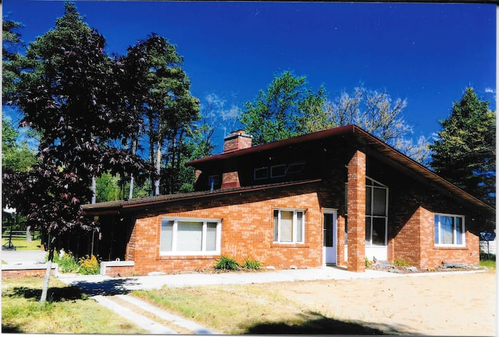 Lakefront Cedar Cottage - Sleeps 19