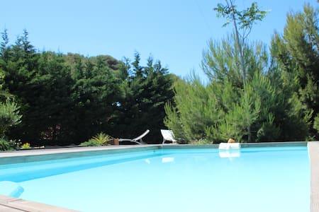 T3 dans Villa avec piscine privée ds une calanque - Ensuès-la-Redonne
