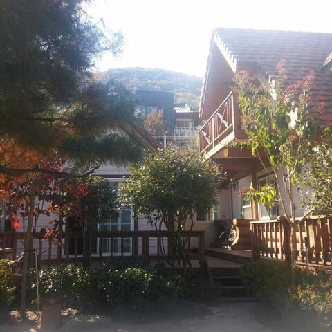 통나무 집에서의 휴식 ; 순지 게스트 하우스