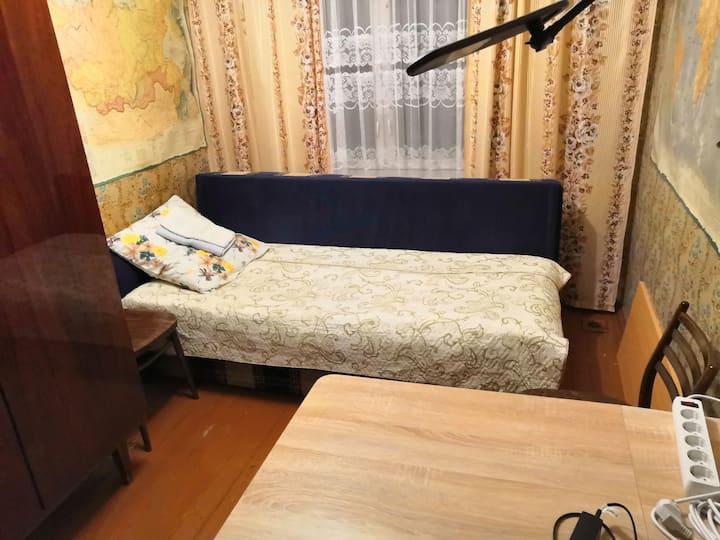Комната в 3 ко-й квартире. 200 метров от метро.