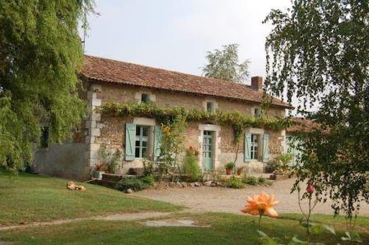 Gîte à Chaumeil - Persac - Rumah