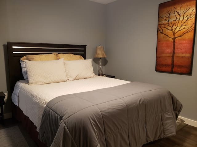 Beautiful Guest House, 5 mins from downtown!