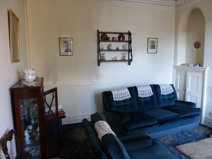 Spacious room in a heritage home by river Tawe