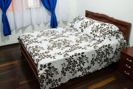 DOWNTOWN Private room with Queen size bed! - Manizales