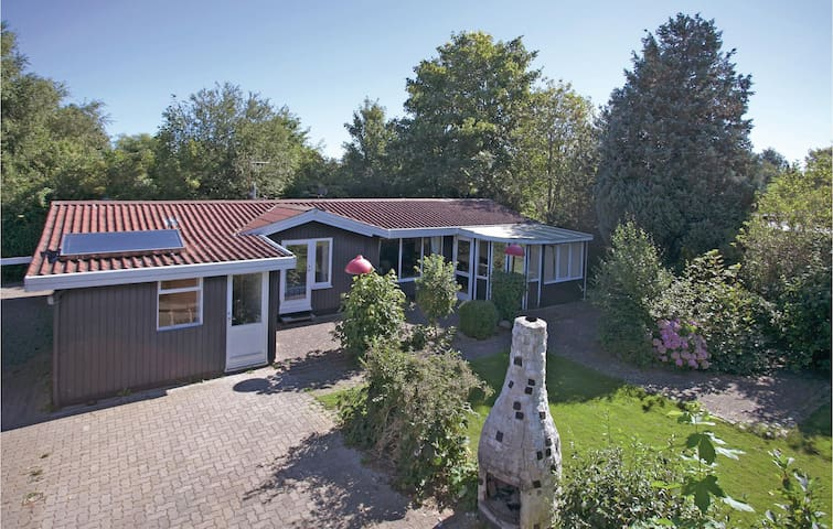 Holiday cottage with 3 bedrooms on 89 m² in Føllenslev