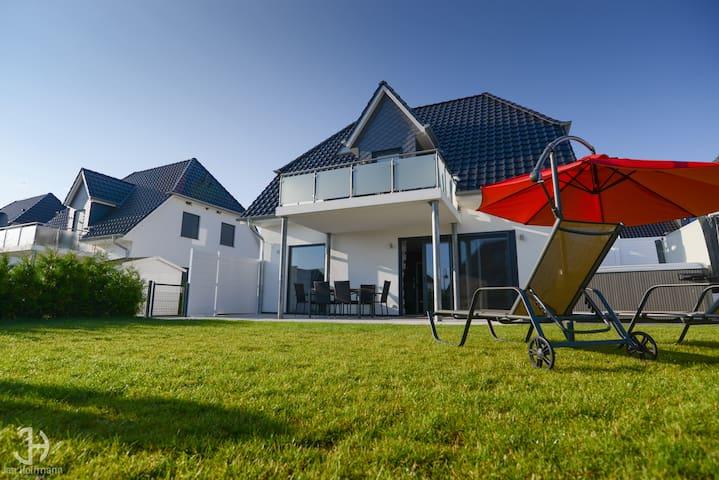 Villa Fleesenstrand direkt am See