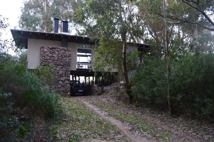 Casa Loft con gran vista hacia el campo y cerro.