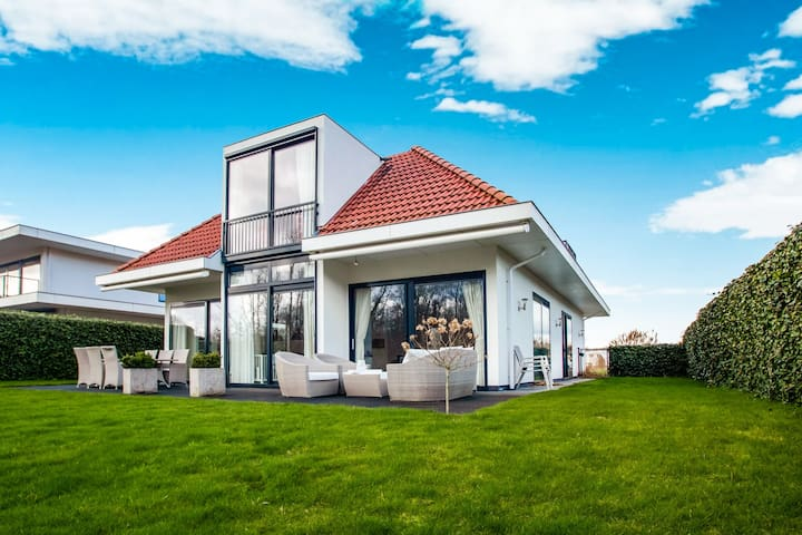 Luxury villa for 8 people with spacious garden and near Harderwijk