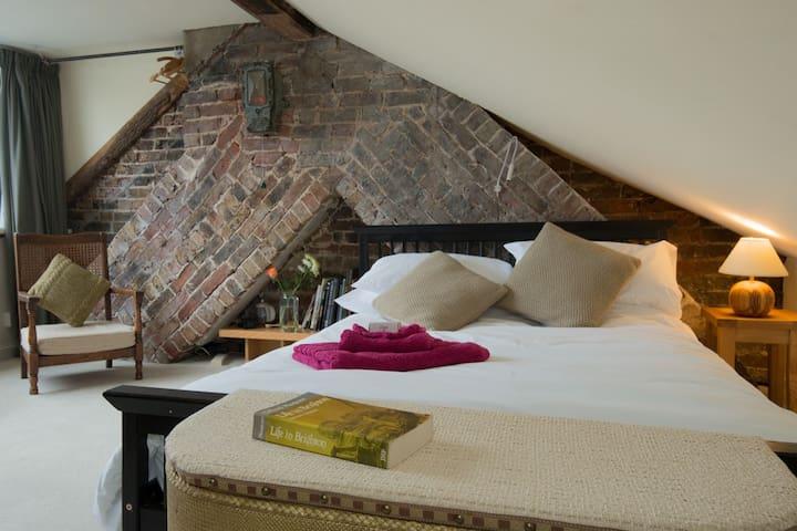 private seaview maisonette: loft+living rm+ensuite - Brighton - Casa