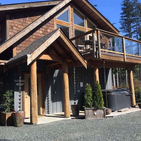 Black Bear Suite ~ walk to the beach in minutes
