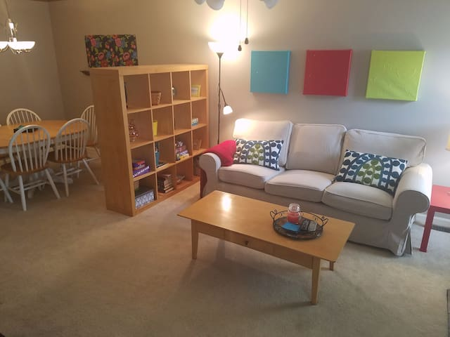 Spacious townhome with great location by NC State - Raleigh - Apartment