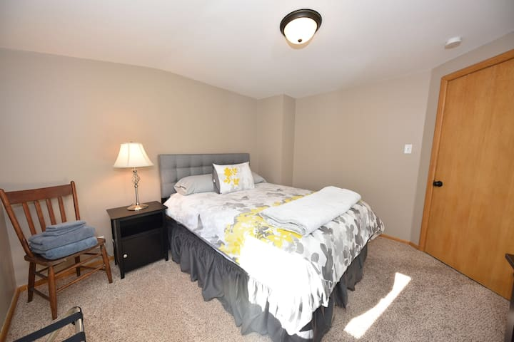 Renovated 2BR Wauwatosa  Centrally Located!
