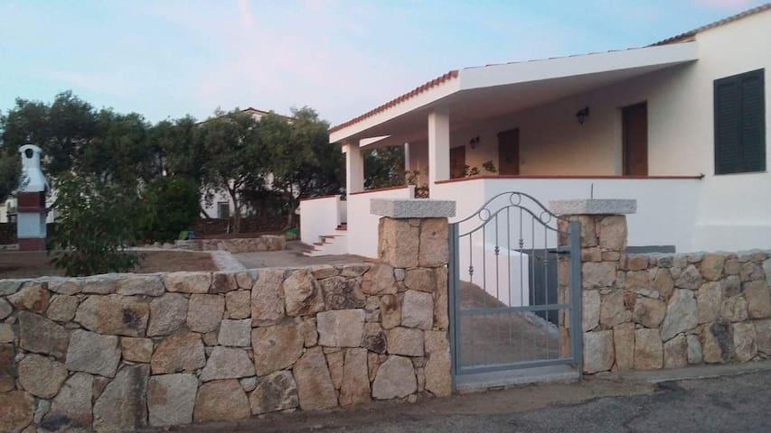 trilocale con veranda e giardino a budoni limpiddu case