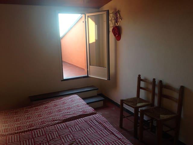 Stanza n.4: mansarda con due finestre per il riscontro d'aria.
