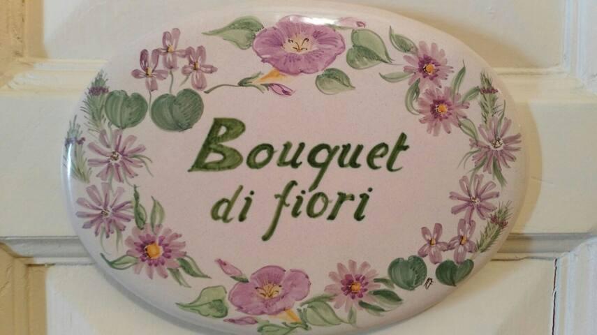 B&B Camera Bouquet di Fiori lilla